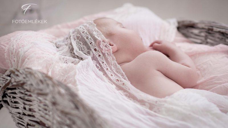 Csipke, rózsaszín, fehér – Ellie megérkezett